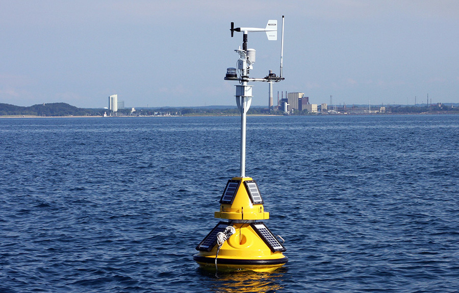 Real-time Oceanographic Buoy for Lake Michigan